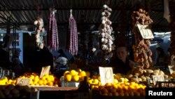 В традиционно сельскохозяйственной стране, где половина населения живет в селах, доля импорта составляет около 80%. Причем из России завозится сельхозпродукция на 800 миллионов рублей, а из Грузии – примерно на 2 миллиарда