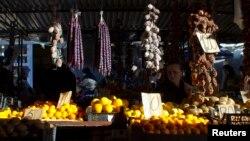 В рамках программы кредитования субъектов малого предпринимательства запланировано льготное кредитование приоритетных направлений экономики – сельского хозяйства и туристической сферы