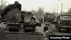 26 ноября 1994 года сорок танков вошли в Грозный. Тогда казалось, власть в Чечне валяется на земле: «подходи, кто хочет, бери, что хочет»
