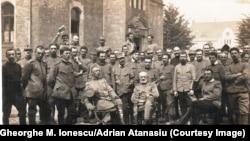 Ofițeri români la Krefeld, 1917; Gheorghe M. Ionescu în centru, rândul al treilea