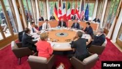 """Главы семи стран — участниц """"Большой семерки"""" (G7) на встрече в Баварии, 8 июня 2015 года."""