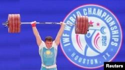 Казахстанский тяжелоатлет Александр Зайчиков на чемпионате мира в Хьюстоне.