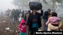 Сербия аумағына келген босқындар. 23 қазан 2015 жыл. (Көрнекі сурет.)