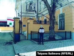 Одиночный пикет у томской епархии