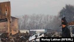"""Территория сгоревшего рынка """"Олжа"""". Алматы, 5 марта 2014 года."""