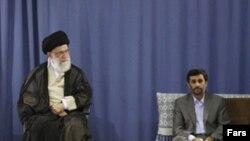 Ali dini lider Əhmədnejadı rəsmən prezident elan edir. Tehran, 3 avqust 2009
