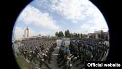 Роҳпаймоии низомиёни тоҷик дар Душанбе