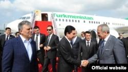 G.Berdimuhamedow türk resmileri bilen