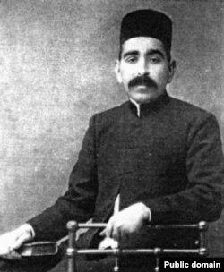 سلیمان میرزا اسکندری که بعدها در تشکیل حزب توده نقش کلیدی ایفا کرد و نخستین رهبر این حزب شد.