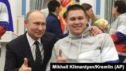 Vladimir Putin atletləri mükafatlandırma mərasimində