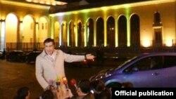 """Беседуя с журналистами по возвращении из азербайджанской столицы, Саакашвили сообщил, что """"российские миллиардеры"""" готовятся сместить президента Алиева"""