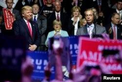 Найджел Фараж выступает на предвыборном митинге в поддержку Дональда Трампа. Штат Миссисипи, август 2016 года