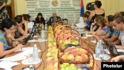 Armenia - Agriculture Minister Sergo Karapetian holds a news conference, Yerevan, 22Aug2014.