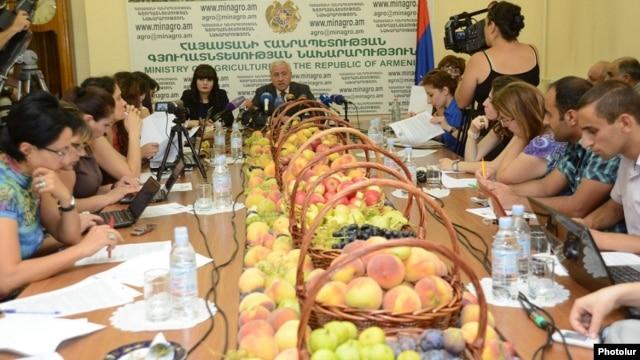 Armenia - Agriculture Minister Sergo Karapetian holds a news conference, Yerevan, 22Aug2014.