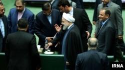 Ирандын президенти Хасан Роухани парламентке келген учур.