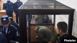 Հայաստան - Ավետիսյանների ընտանիքի սպանության համար մեղադրվող ռուս զինծառայող Վալերի Պերմյակովը դատական նիստի ժամանակ, Գյումրի, 18-ը դեկտեմբերի, 2015թ․