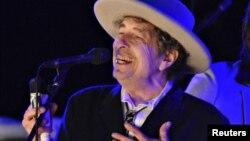 АҚШ музыканты Боб Дилан.