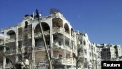 Хомс шаарынын Иншаат району аткылоолордон кийин. 9-март, 2012-жыл.
