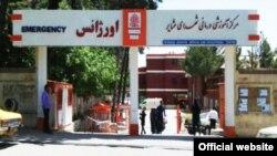 یکی از مجروحان حادثه که مچ دستش در این انفجار قطع شده به بیمارستان شهدای عشایر در خرمآباد منتقل شده است.