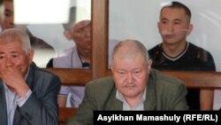 Адвокаты и подсудимые по делу о событиях в Шетпе. Актау, 17 апреля 2012 года.