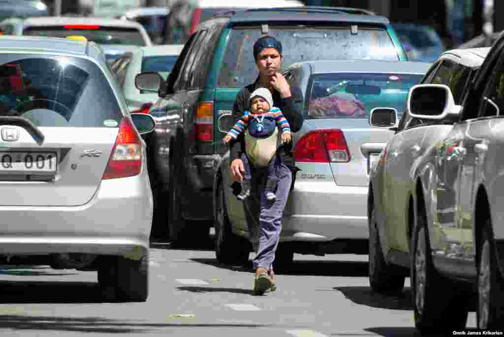 Some see begging as the only way to make a living. Children and mothers with babies are a common sight in cities such as Tbilisi, Rustavi, Kutaisi, and Batumi where they either sit on the street or walk from car to car in busy traffic.