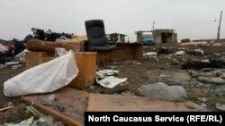 Главная проблема полигона – образовавшееся под склонами гниющего мусора болото