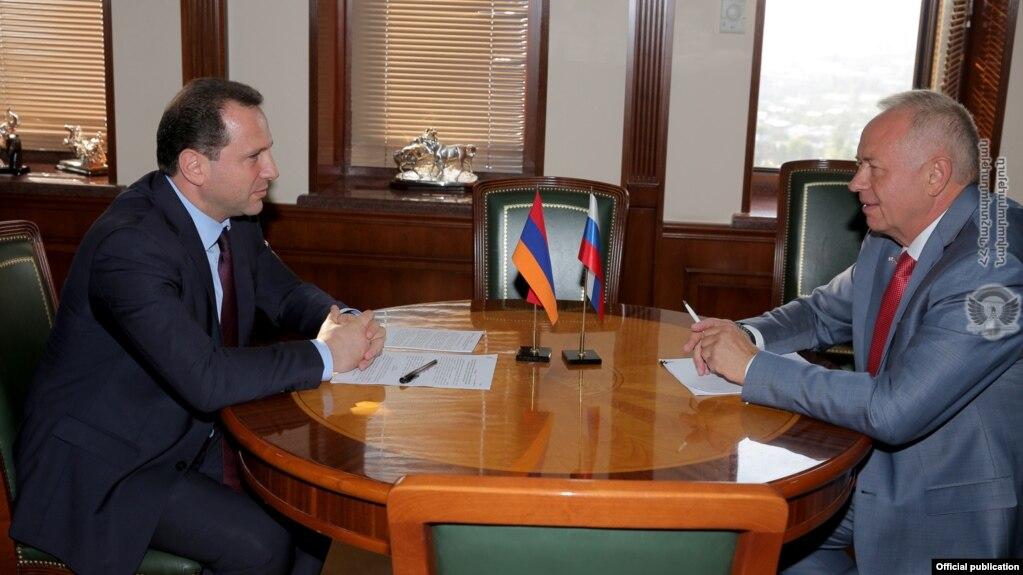 Глава Минобороны Армении на следующей неделе посетит Россию