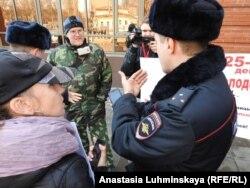 Голодающие родители организовали пикет перед приездом Вероники Скворцовой