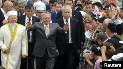 Президент Казахстана Нурсултан Назарбаев на открытии мечети Хазрет Султана. Астана, 6 июля 2012 года. Иллюстративное фото.