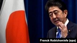 Премьер-министр Японии Синдзо Абэ на пресс-конференции в Токио