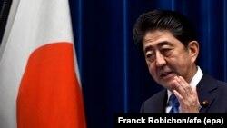 Premierul Shinzo Abe la o conferință de presă