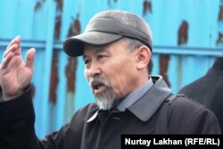 Есенбек Уктешбаев, председатель организации «Оставим народу жилье». Алматы, 13 декабря 2013 года.