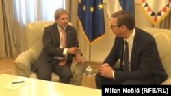 Комесарот на ЕУ Јоханес Хан на средбата со претседателот на Србија Александар Вучиќ во Белград, на 02.07.2018 година.