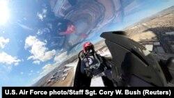 Льотчик пілотажної групи ВПС США «Thunderbirds»