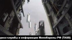Россия учоғидан Дайр аз-Зорга ташланган бомбалар (архив сурати)