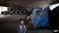 Într-o tabără improvizată de refugiați lîngă Pireu