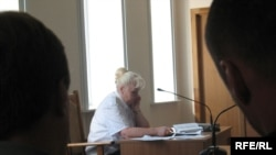 Ales Byalyatski in a Belarusian court in August 2009