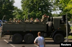 Грузовик с вооруженными пророссийскими боевиками в Донецке. 26 мая 2014 года