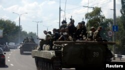Колона сепаратистів на вулицях Донецька, 10 липня 2014