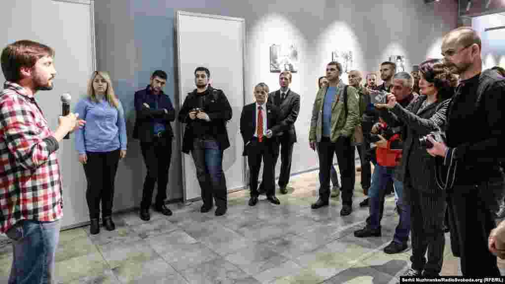 Організували виставку волонтери українського Центру громадянських свобод і «Кримський дім»