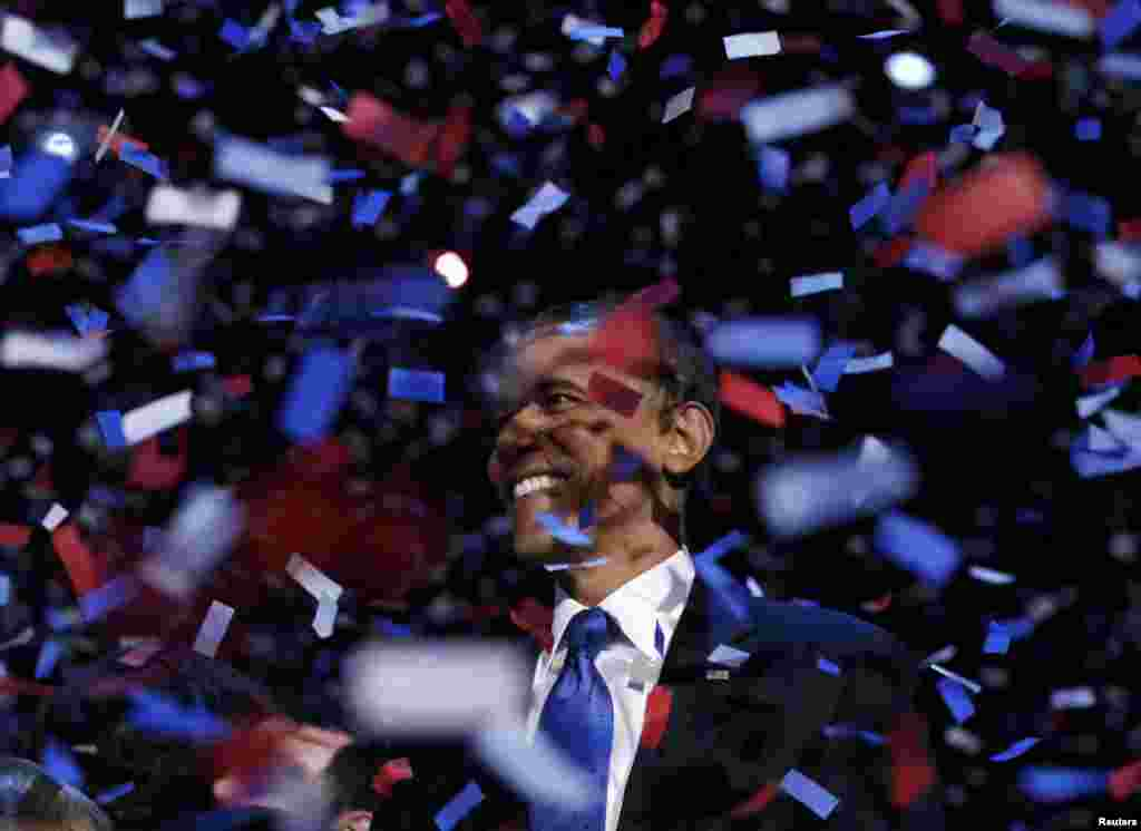 U.S. President Barack Obama celebrates his reelection victory amid a shower of confetti in Chicago. (Reuters/Kevin Lamarque)