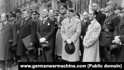 Франц фон Папен, Адольф Гитлер и Йозеф Геббельс, март 1933 года.