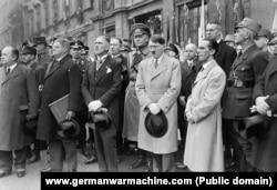 Франц фон Папен, Адольф Гитлер и Йозеф Геббельс (слева направо), март 1933 года