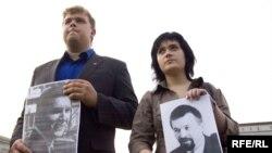 Мікола Дземідзенка і Наста Палажанка на адной з акцый памяці зьніклых
