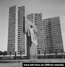 Ленін на площі свого ж імені у Берліні (фото з архіву www.ddr-fotos.de)
