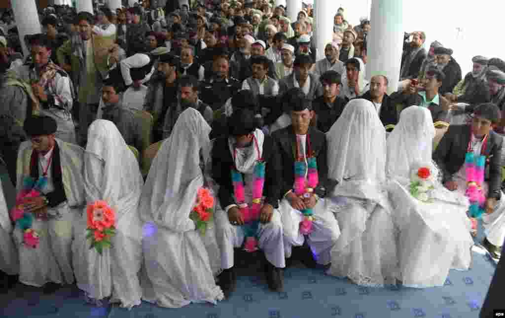 Brides and grooms take part in a mass wedding ceremony in Ghazni, Afghanistan, on October 15. (epa/Naweed Haqjoo)