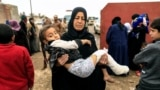 Günbatar Mosul. Söweşden gaçýan adamlar. 2-nji mart, 2017.