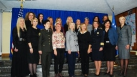 Na dodjeli priznanja, sa Hillary Clinton i uspješnim ženama iz drugih zemalja