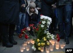Стихийный мемориал памяти жертв взрыва в метро