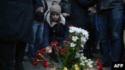Sankt Petersbur - flori în memoria victimelor exploziei din metrou, 3 aprilie 2017